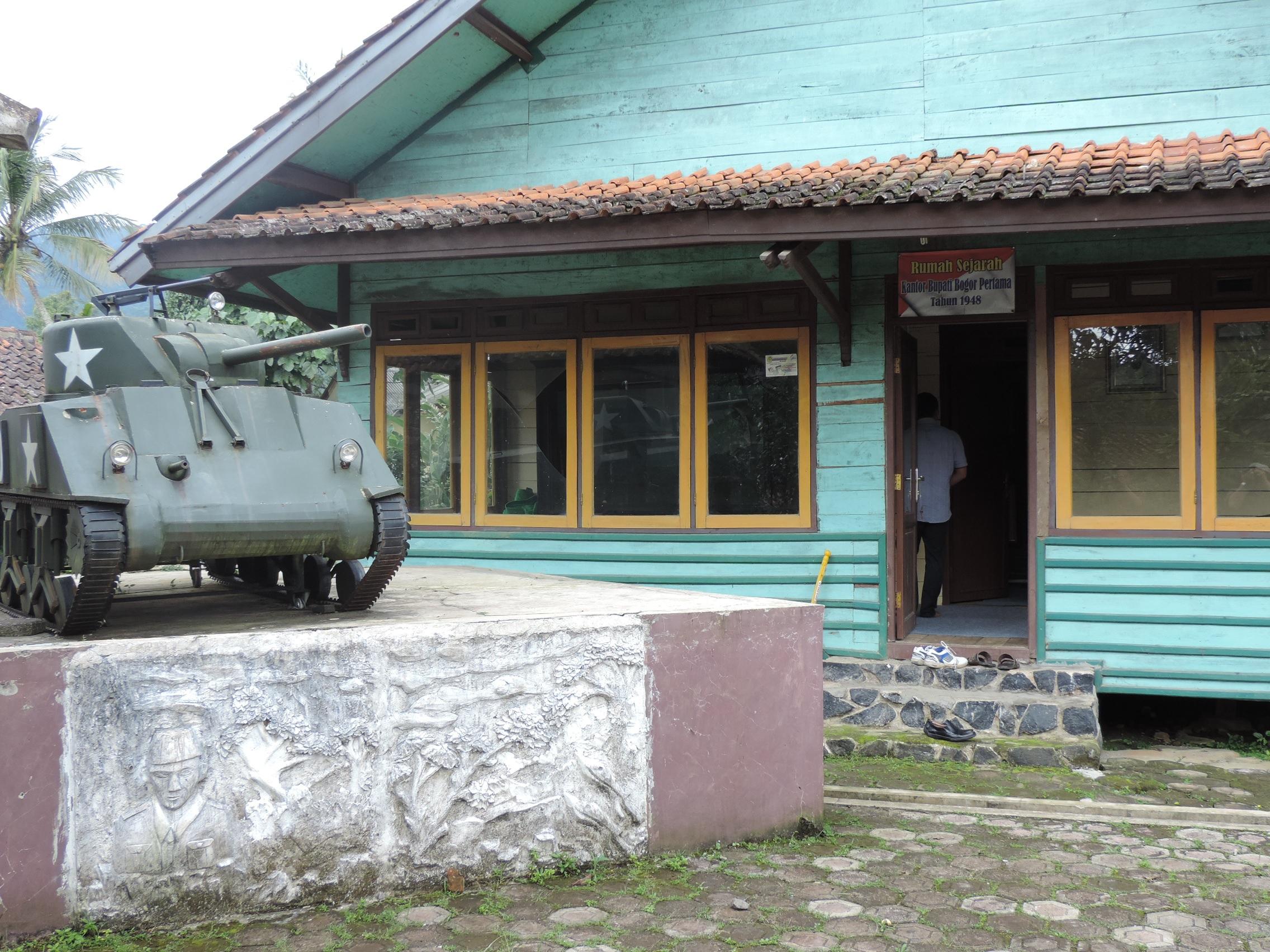 Rumah Sejarah Bupati Bogor Pertama Ipik Gandamanah di Desa Malasari