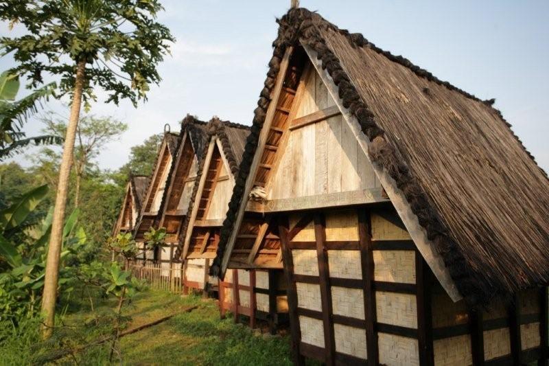 Bangunan Penyimpanan Padi (Leuit) di Kampung Sindangbarang