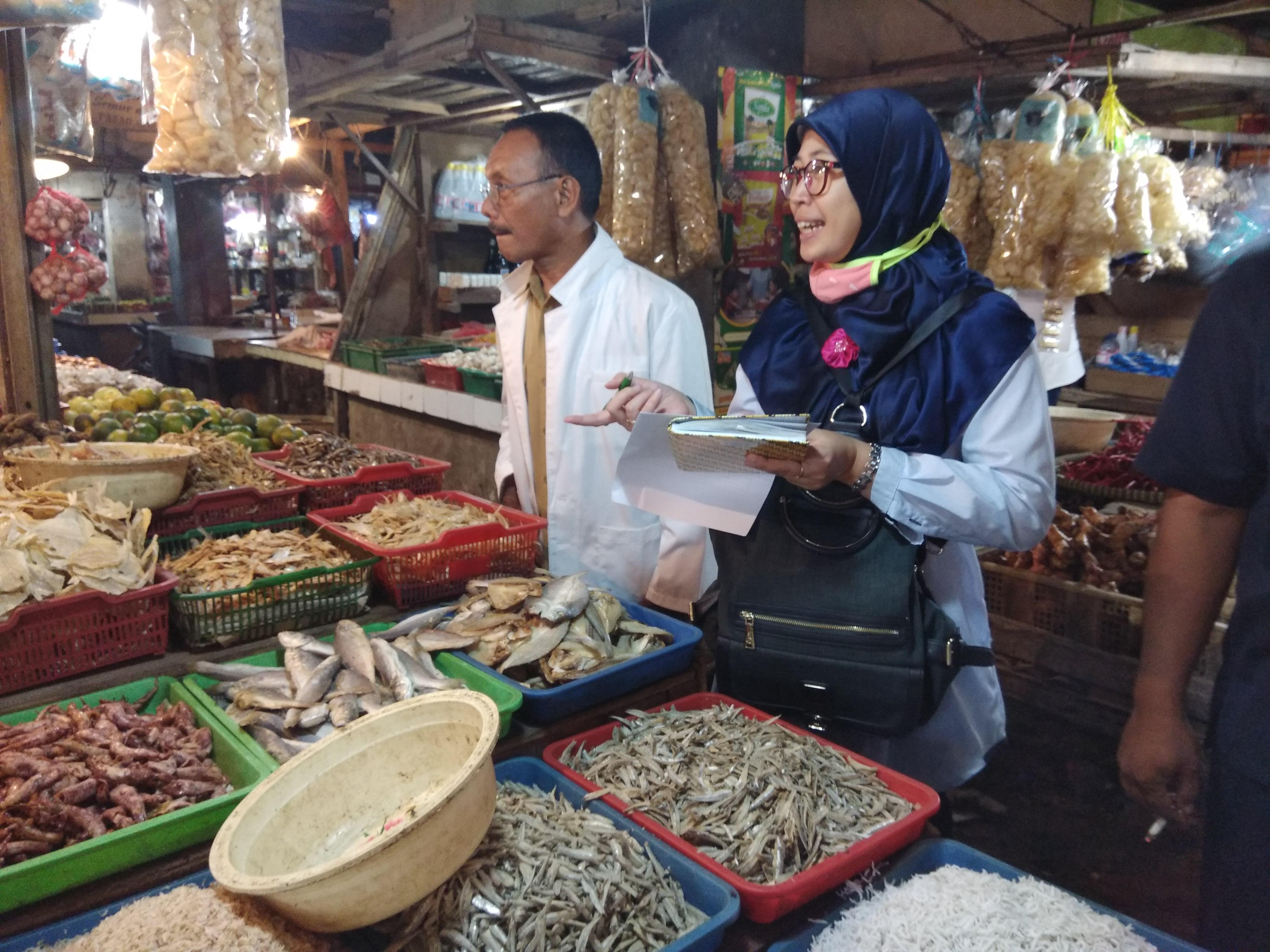 Uji Keamanan Pangan yang dilakukan oleh Dinas Ketahanan Pangan di Pasar Bojonggede