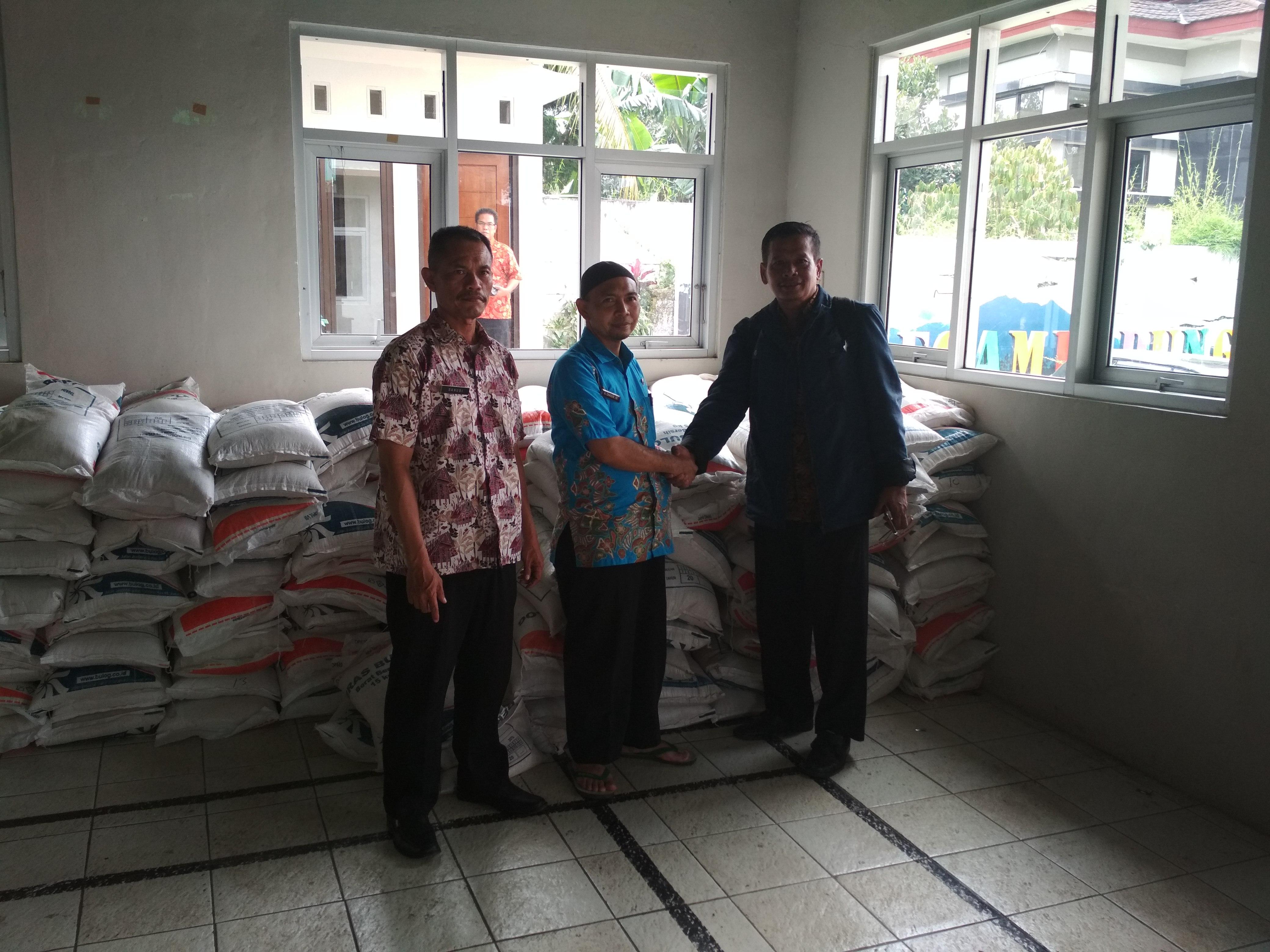 Penyerahan Bantuan CPPD untuk Korban Bencana Alam Kecamatan Megamendung Kab.Bogor pada Maret 2018