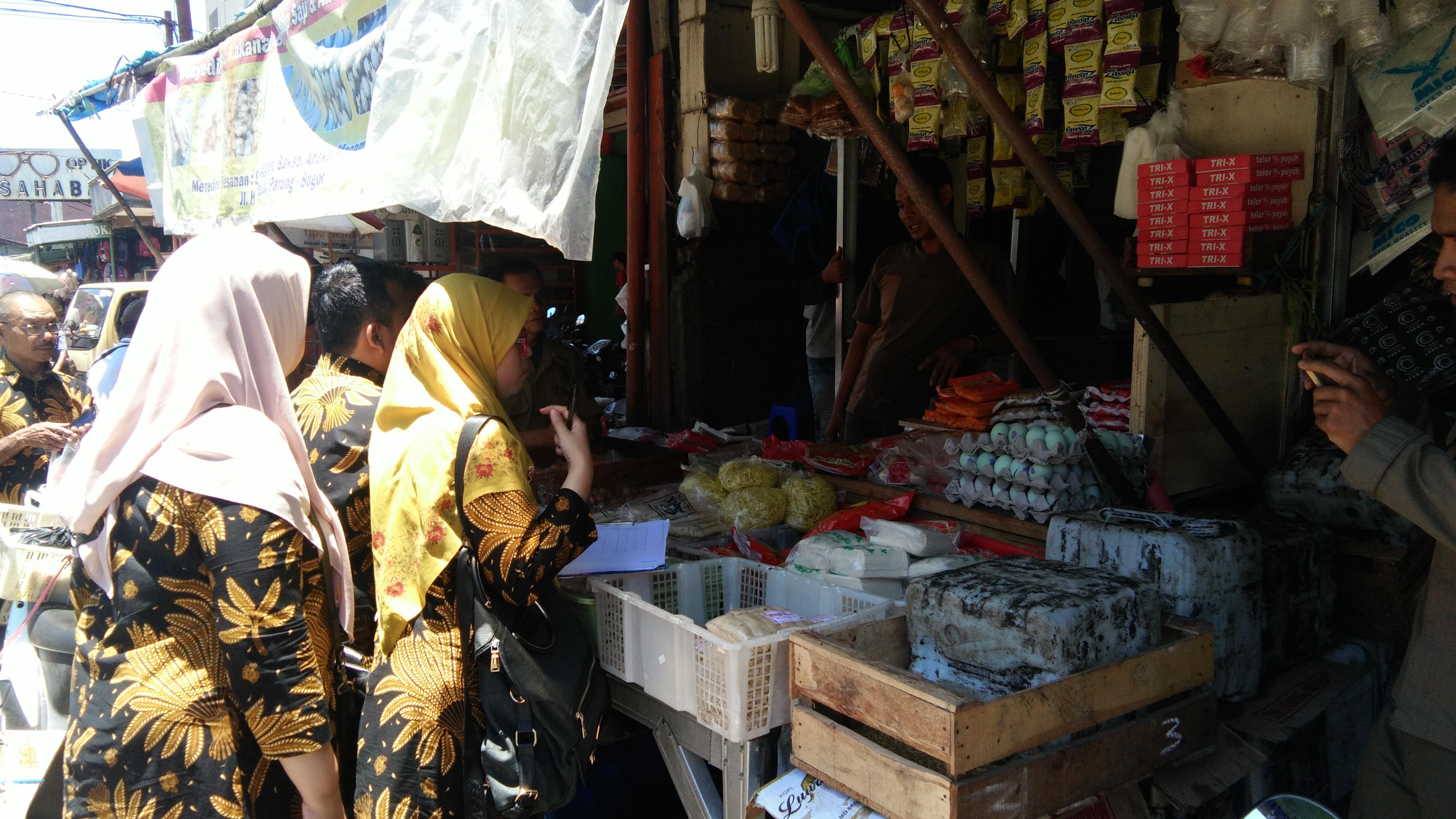 Uji Keamanan Pangan yang dilakukan oleh Dinas Ketahanan Pangan di Pasar Parung