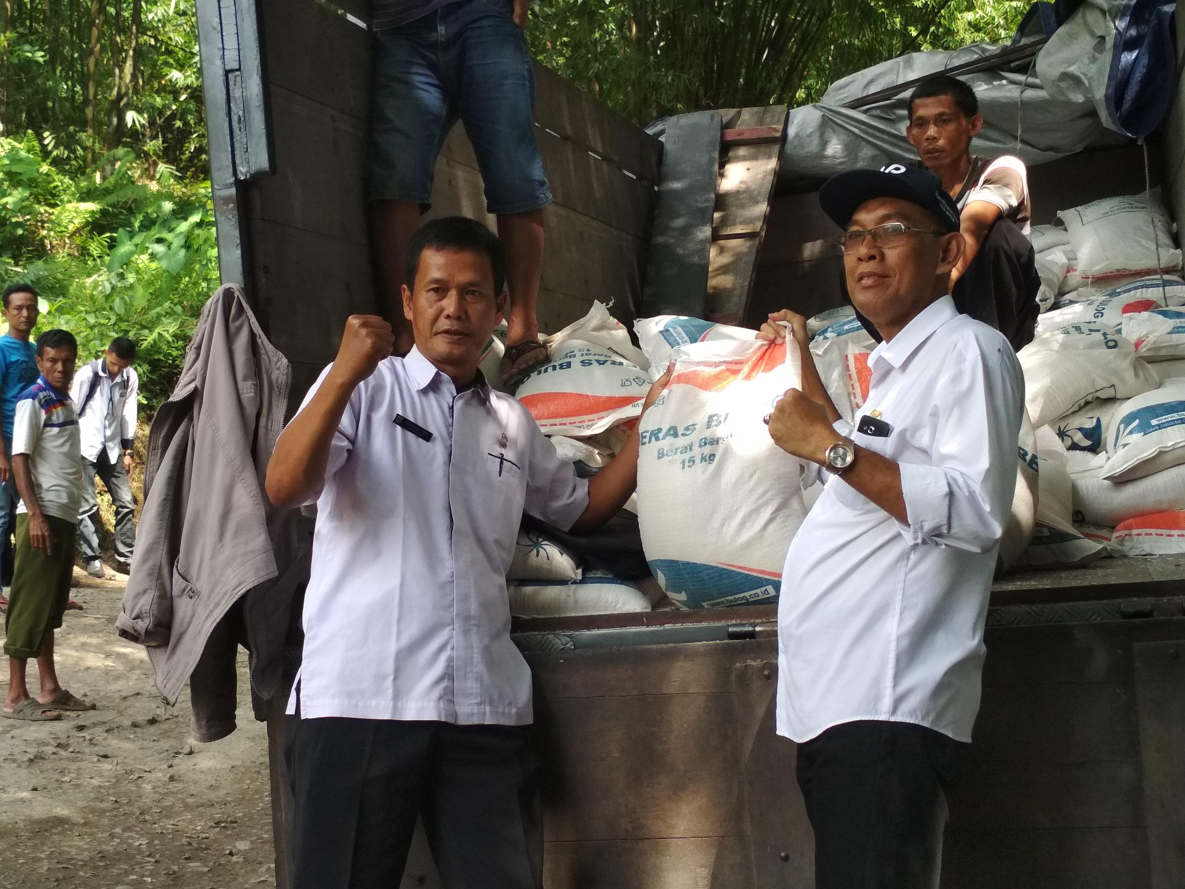 Bantuan berupa beras sebanyak 25 ton diberikan kepada Kec. Sukajaya